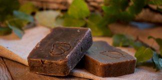 Дігтярне мило від поту, прищів і випадіння волосся: народні рецепти