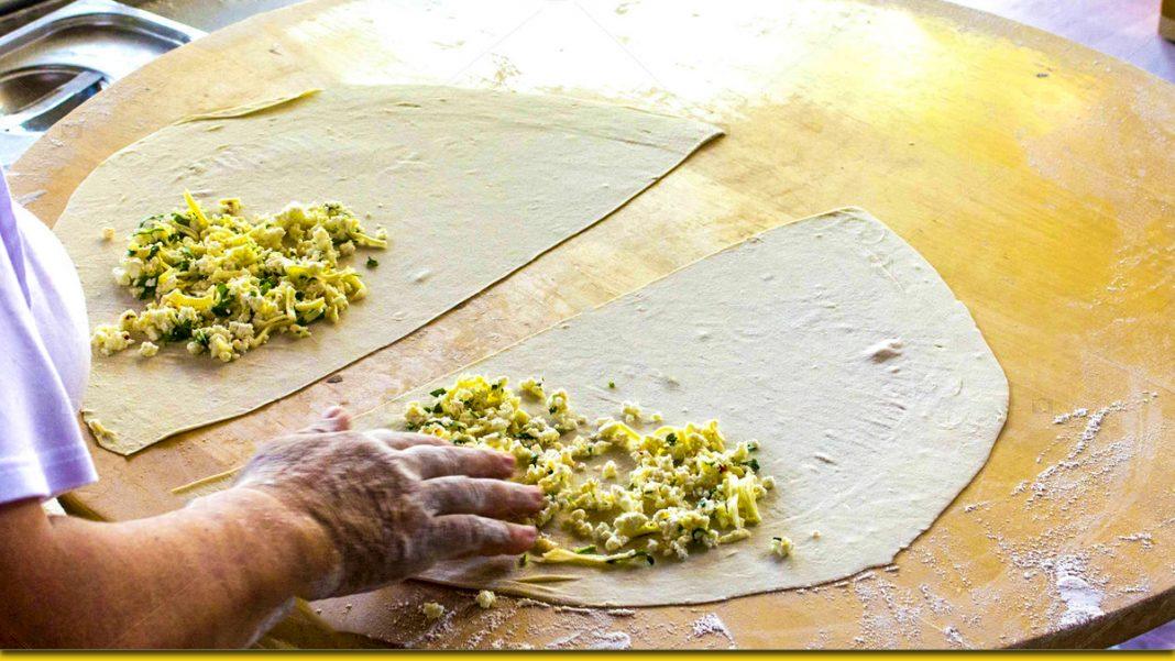 Соковиті коржі з сиром і зеленню — рецепт з Туреччини для українського столу