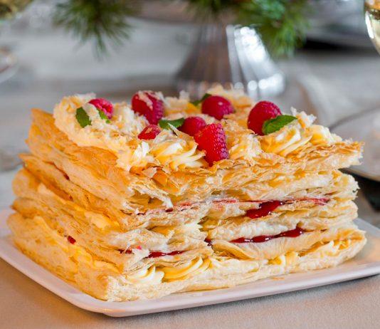 Пухкий Наполеон з листкового тіста — торт на радість ласунам