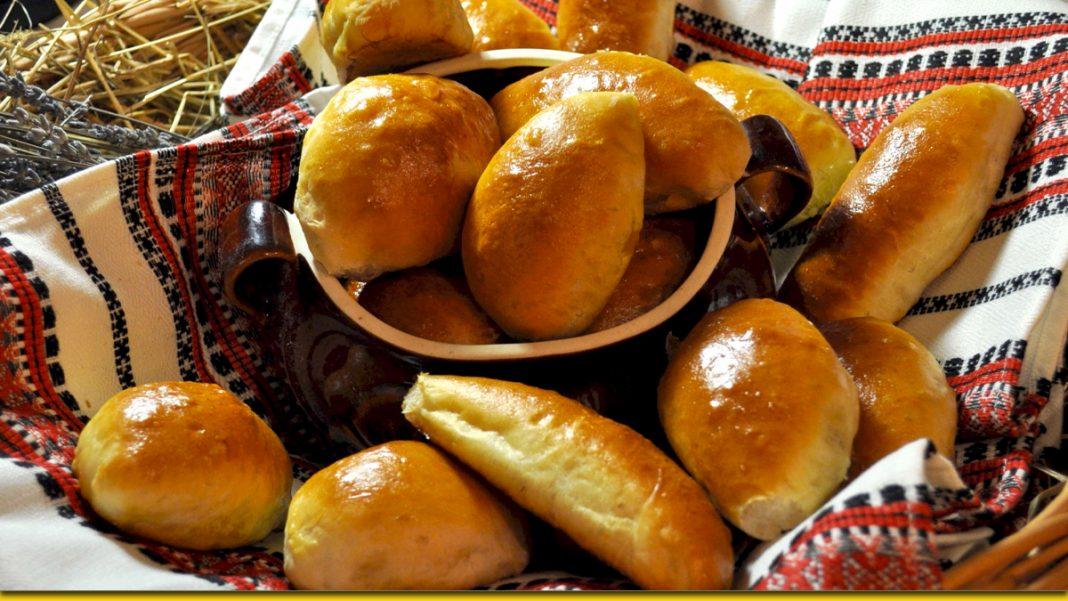 Милі серцю пиріжки з картоплею — радість з пилу - жару