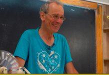 Український вчитель виклав свої уроки в мережі і його полюбили в усьому світі. Відео