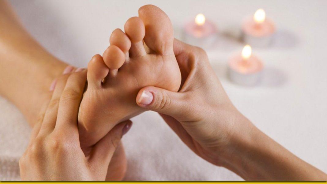Точковий масаж стопи, щоб зняти напругу зі спини