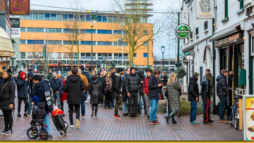 У Нідерландах по своєму борються з пандемією: люди скуповують тільки один продукт