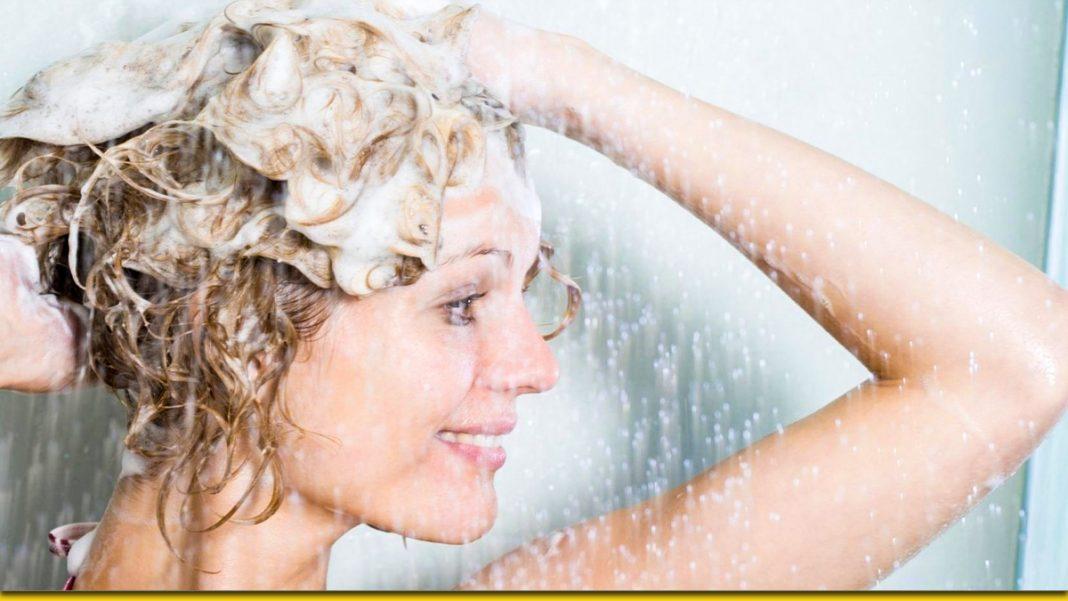 Жіночі хитрощі під час миття голови — для пишної шевелюри