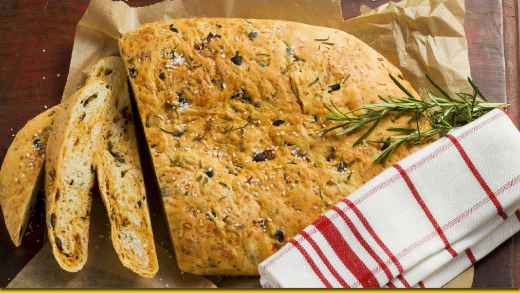 Домашній хліб з розмарином і часником — мабуть, кращий рецепт випічки